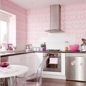 розовые обои для кухни
