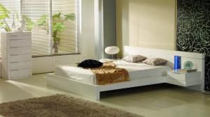 Белая мебель бежевые и чёрные обои