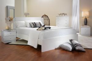 Белая мебель бежевые обои