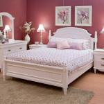 Белая мебель красные обои