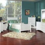 Белая мебель малахитовые обои