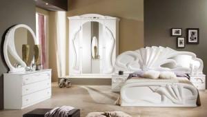 Белая мебель обои кофе с молоком