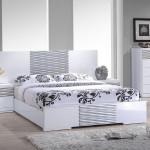 Белая спальня светло серые стены