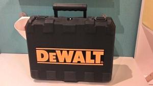 чёрный чемодан перфоратора dewalt